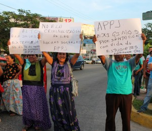 Women and men of the Assembly of Pueblos of the Isthmus of Tehuantepec in Defense of Land and Territory, which has fought the wind mega-projects in the region.
